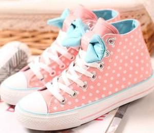 Canvas sneakers in pink with dots